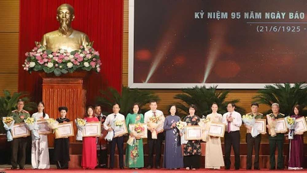 Journalists, huge contributions, national development, Prime Minister, Vietnamese journalists, national liberation, outstanding journalists, Vietnam Revolutionary Press Day