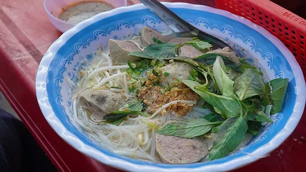 Beef meatball noodle soup, Chau Doc Town, Hu tieu bo vien, locals eating, rice-based noodle, Fresh herbs