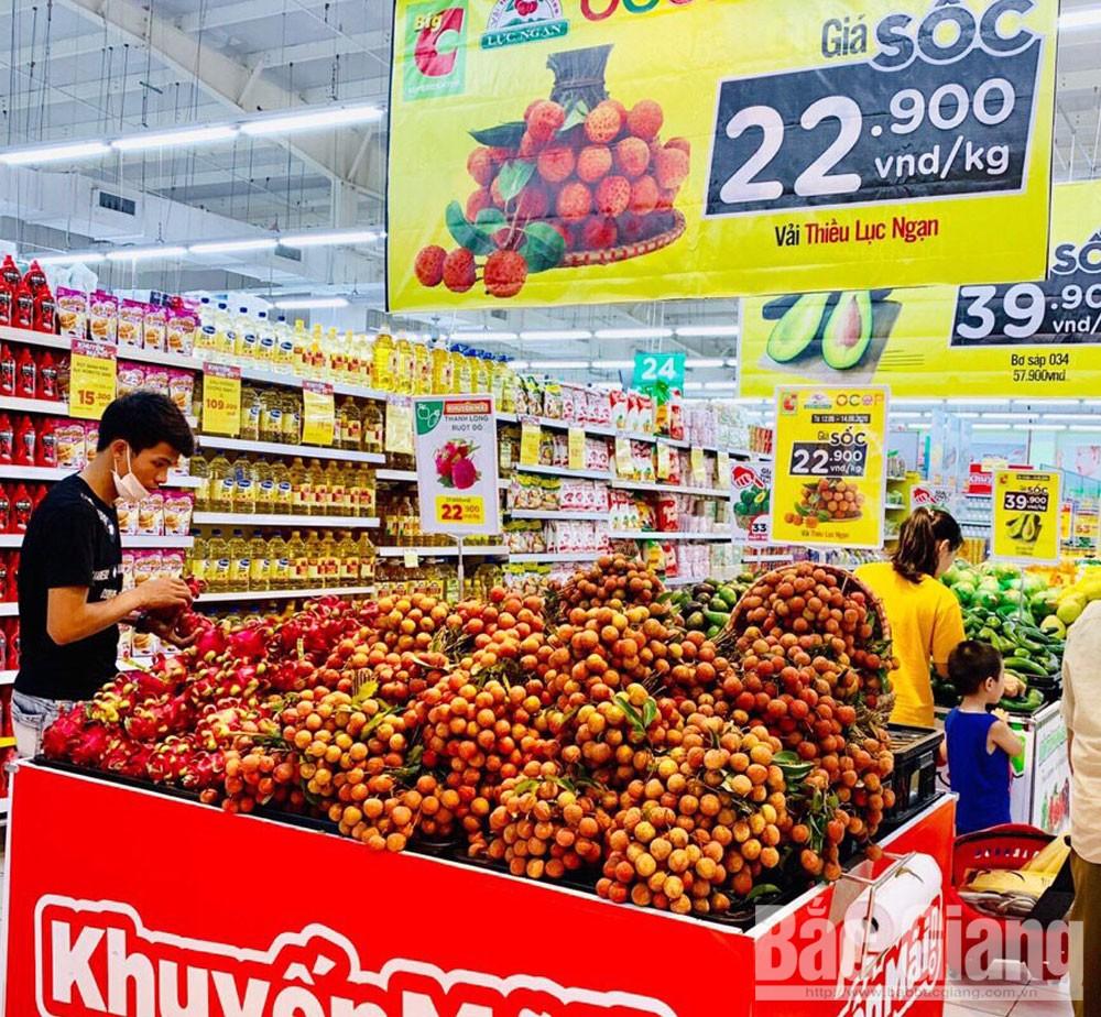 Vải thiều Lục Ngạn được bày bán tại Siêu thị BigC Bắc Giang.