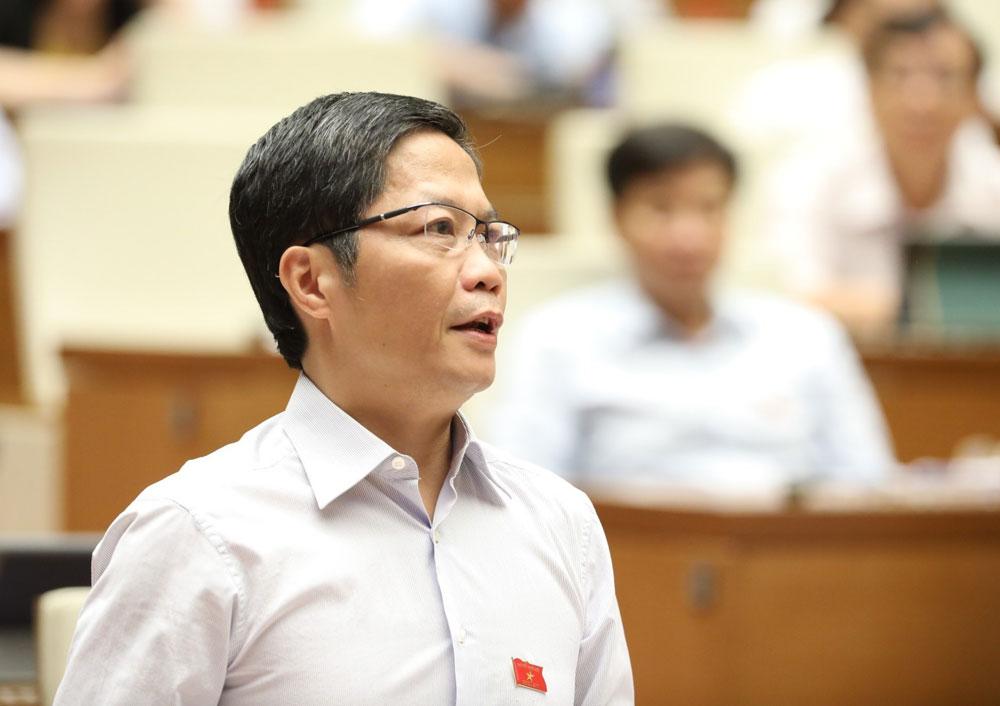 Bộ trưởng Bộ Công Thương Trần Tuấn Anh phát biểu giải trình, làm rõ vấn đề đại biểu Quốc hội nêu.
