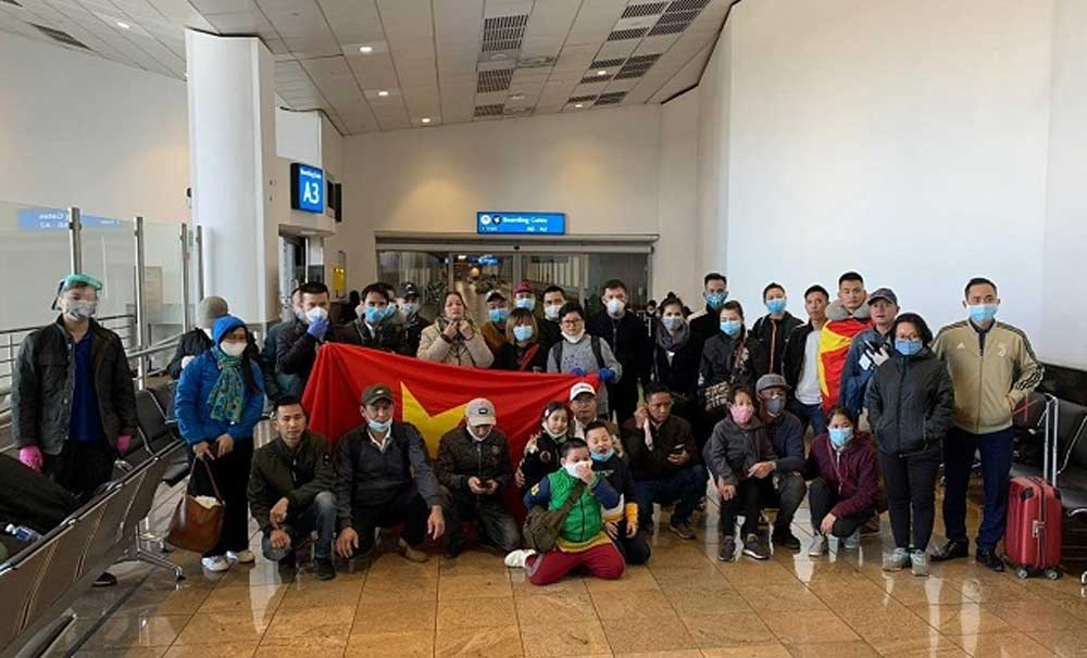 Vietnamese citizens, return home, Canada, Africa, Vietnam Airlines flight, safety measures, Strict security, spread of epidemic