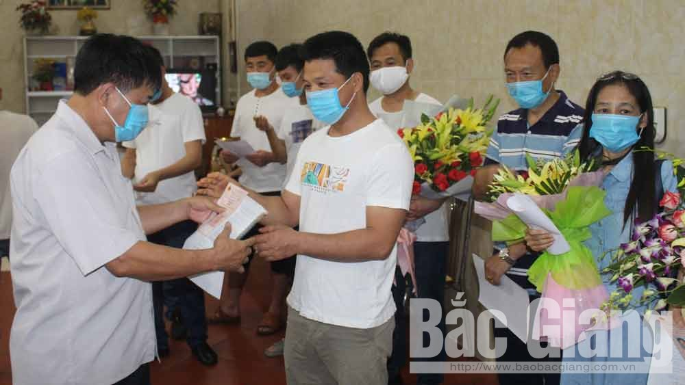 Chinese traders, start buying lychee, Bac Giang province, Luc Ngan lychee, Covid-19 prevention and control, SARS-CoV-2 virus, Certificate of Medical Quarantine Completion