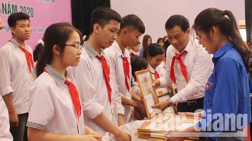 Hội đồng đội huyện Lục Ngạn tuyên dương 145 cháu ngoan Bác Hồ