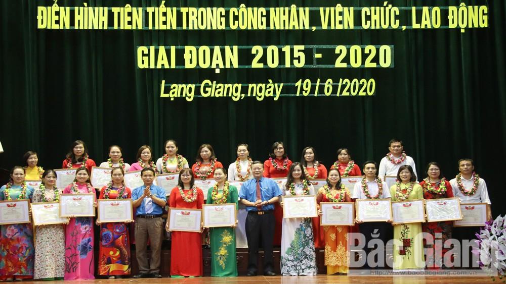 Huyện Lạng Giang (Bắc Giang) khen thưởng nhiều tập thể, cá nhân điển hình tiên tiến