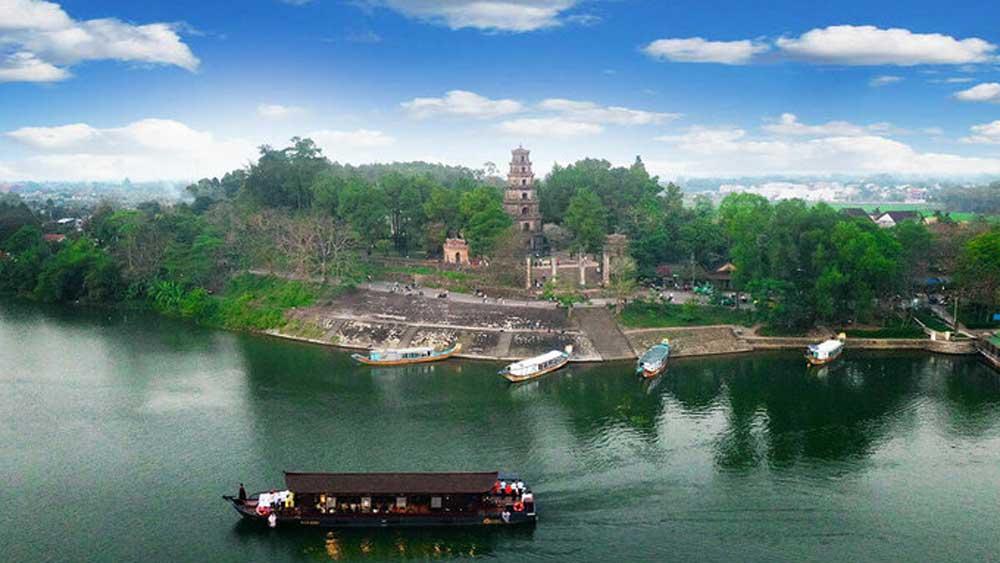 Chùa cổ 400 tuổi bên dòng sông Hương