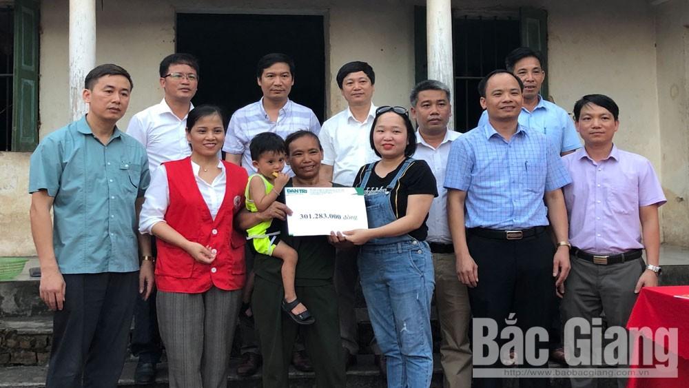 Báo Dân Trí trao hơn 300 triệu đồng cho gia đình cháu Nguyễn Gia Bình