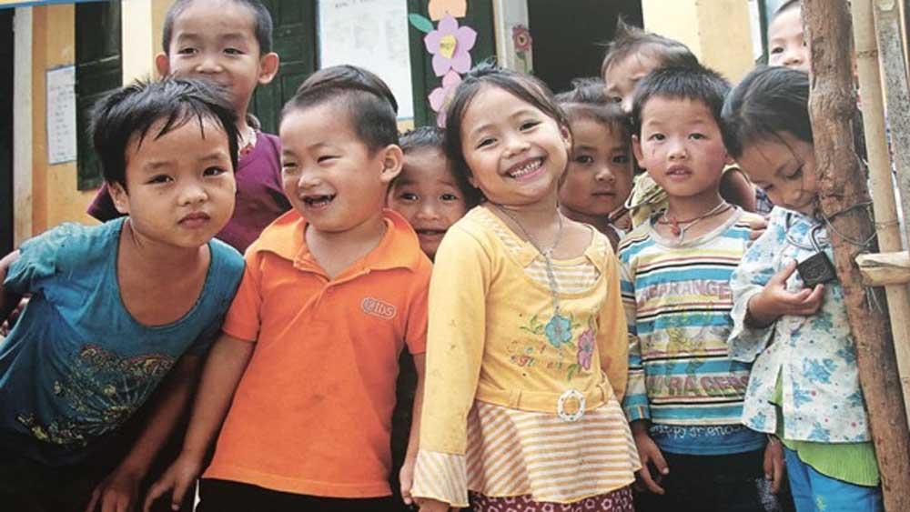 """Chương trình """"Sinh con, sinh cha"""" hỗ trợ gia đình chăm sóc, giáo dục, bảo vệ con trẻ"""