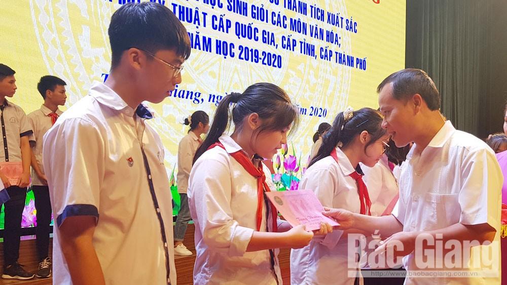 TP Bắc Giang tuyên dương giáo viên và học sinh giỏi