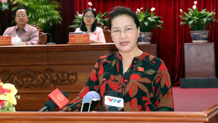 Chủ tịch Quốc hội Nguyễn Thị Kim Ngân: Cử tri mong muốn đẩy nhanh tiến độ các dự án giao thông và chống sạt lở bờ sông