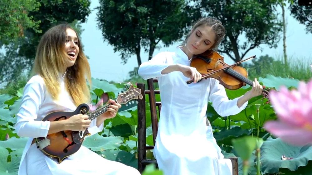 Chị em ca sĩ Nga say mê hát nhạc Việt