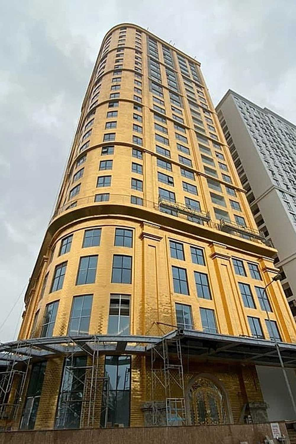 World's first, gold-plated hotel, open in Hanoi, new capital hotel, real gold,  glitzy lodgers, Ba Dinh District, luxury hotel, Formula One race