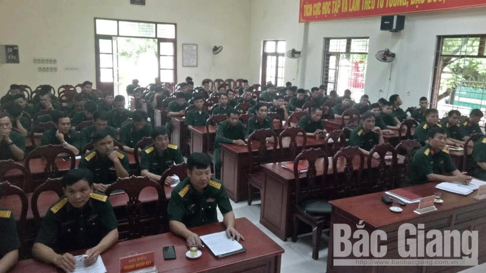 Bắc Giang: 55 cán bộ đại đội sĩ quan dự bị hoàn thành lớp huấn luyện bổ túc
