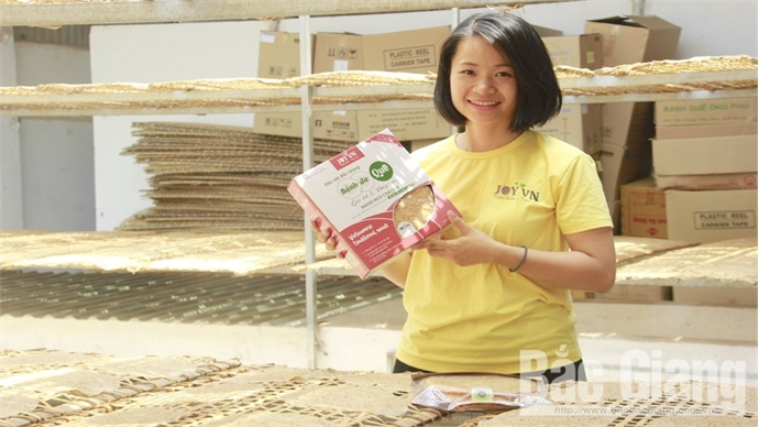 Le Hong Van gives up thousand-dollar job to start business with dry pancake