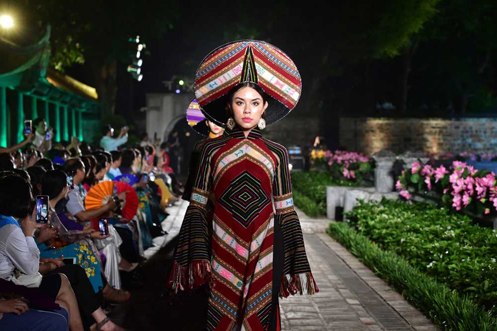 Vietnam, world cultural heritages, Ao Dai, Twenty-one collections, Ao Dai patterns, artistic creations, intangible cultural heritage