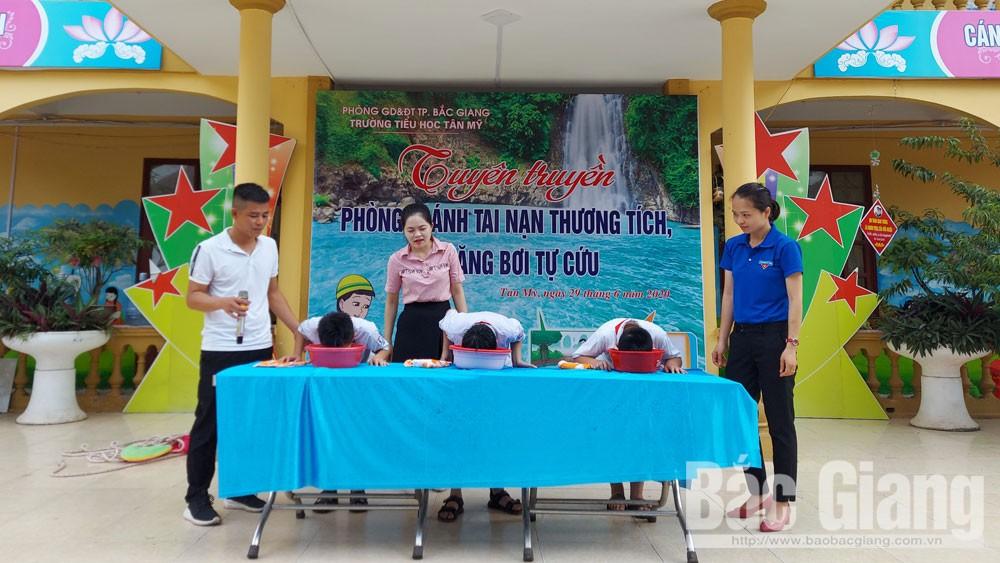 Dạy bơi và cách phòng tránh đuối nước cho học sinh