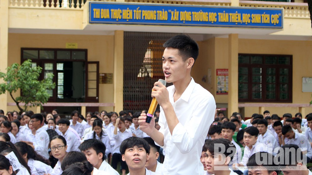 Canon Vietnam, library equipment, Hiep Hoa No 3 High School, Bac Giang province, vocational guidance programme,