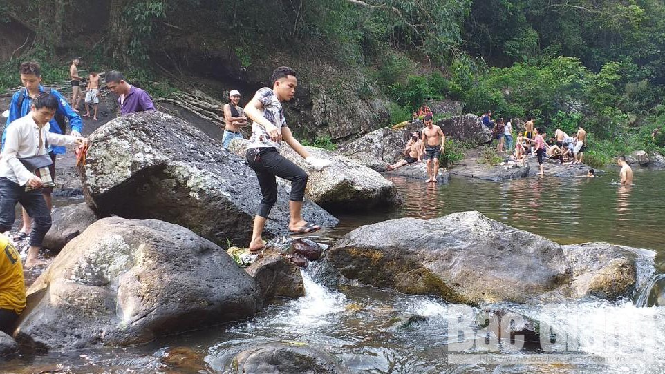 Bac Giang province, many visitors, local community tourism, 20 percent discount, accommodation and car keeping services,