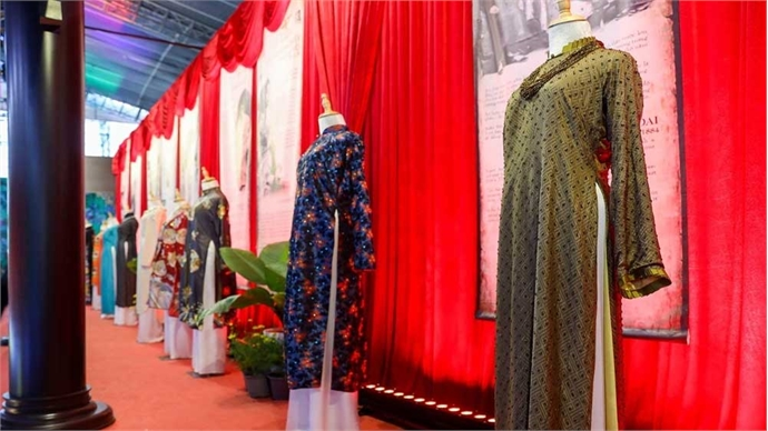 History of 'ao dai' revealed in HCMC exhibit