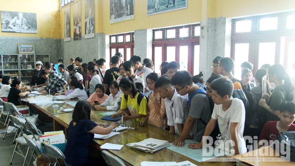 Tuyển sinh vào lớp 10 THPT: Nhiều trường có số thí sinh đăng ký cao hơn nhiều so với chỉ tiêu