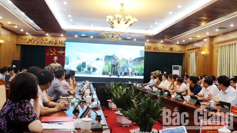 Provincial leader, AIC, build smart city, Bac Giang province, artificial intelligence, simple operations, diverse information and utilities