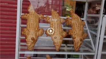 Bánh mì 'cá sấu' nặng 2 kg ở miền Tây