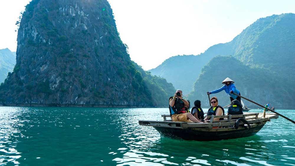 Cuối tuần ở vịnh Lan Hạ