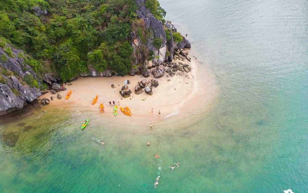 Cuối tuần, vịnh Lan Hạ, về với biển, check-in sống ảo, trải nghiệm khám phá, nghỉ dưỡng,  một thiên đường bị bỏ quên, thảm thực vật tự nhiên xanh mướt