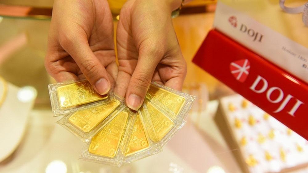 Giá vàng SJC giằng co quanh 49,5 triệu đồng