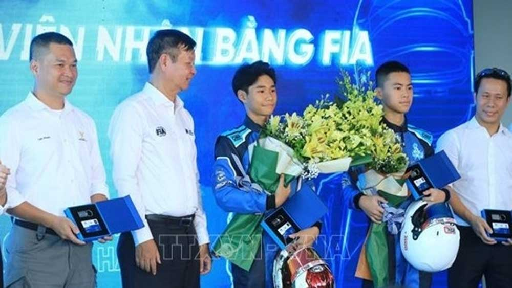 32 Vietnamese racing drivers, receive licences, Vietnam Motorsports Association, licence presentation ceremony, national scale, outstanding sport car racers, FIA's training courses