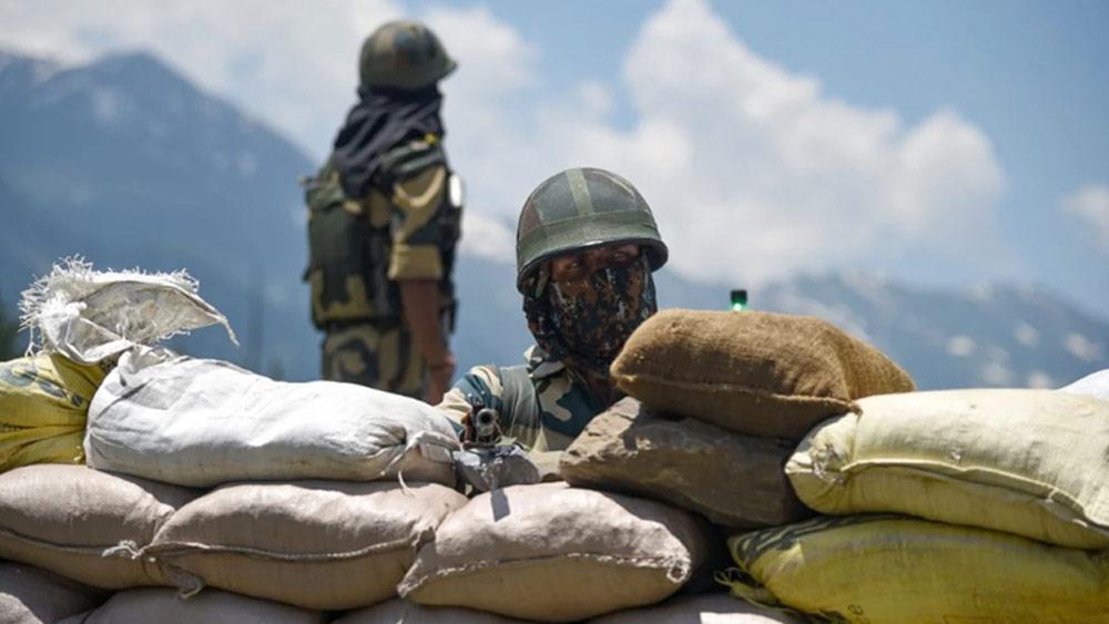 Ấn Độ đối đầu hai căng thẳng biên giới cùng lúc