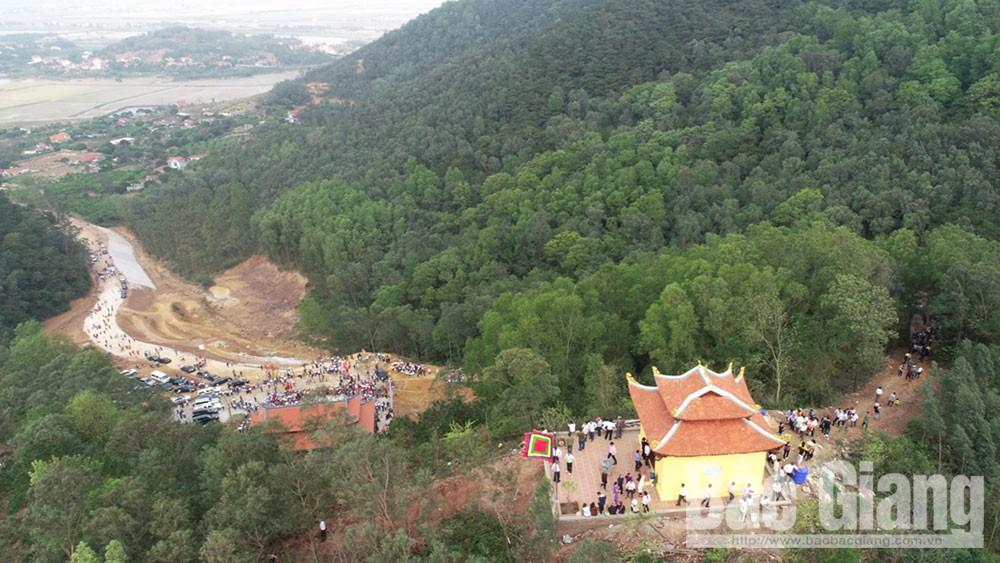 Đền Thần Nông,  thôn Hố Mỵ, xã Cẩm Lý ,Lục Nam, Bắc Giang