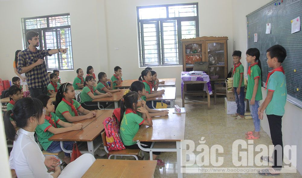 Bac Giang province, Red Flamboyant Volunteer Campaign,  Exam Assistance, youth and teenager, summer occasion, entrance examination, different task