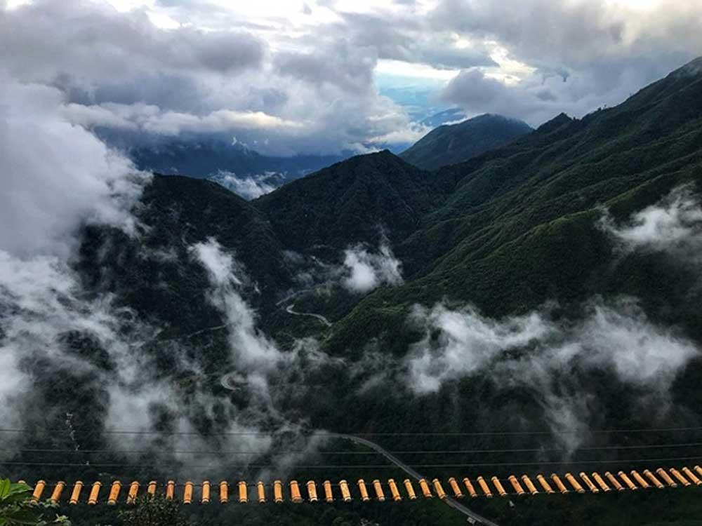 Entertain the daredevil, Sa Pa, suspension bridge,  separate wooden plank, beautiful vistas,  Rong May Tourist Complex, Heaven's Gate