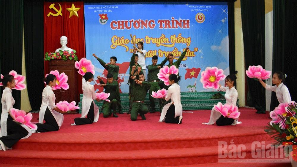 """Bắc Giang: Giáo dục truyền thống chủ đề """"Người truyền lửa"""""""