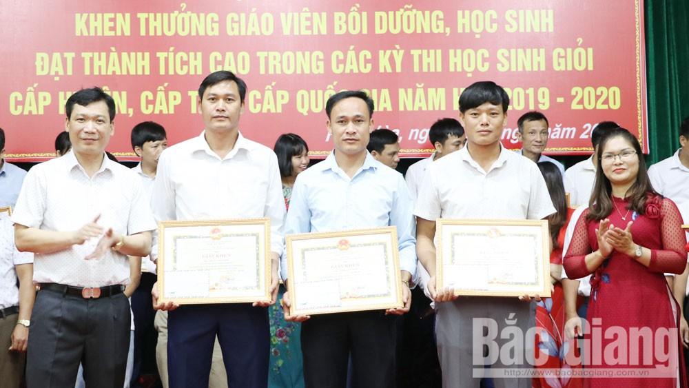 Hiệp Hòa: Tuyên dương 330 giáo viên, học sinh đạt thành tích cao trong các cuộc thi