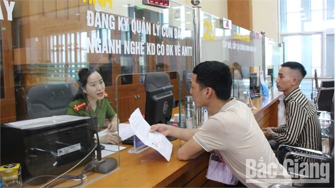 Bac Giang handles more administrative procedures at OSS section
