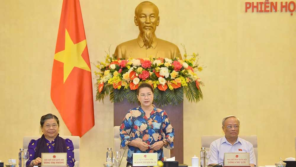 NA Standing Committee, 46th session, top legislator,  two-day working agenda, contentious issues, Vietnamese guest workers, initial comments, school textbooks