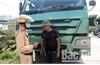 Công an huyện Lạng Giang (Bắc Giang) xử phạt gần 130 xe quá khổ, quá tải