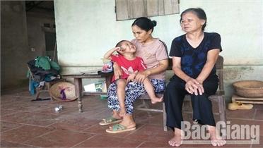 Gia đình chị Vương Thị Linh ở xã Thanh Hải (Lục Ngạn) chống chọi với bệnh tật, không dám nghĩ đến ngày mai