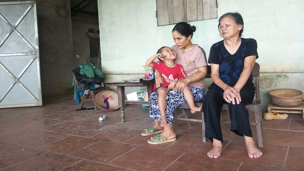 Vuong Thi Linh's family, fights against diseases, day by day, no hope for tomorrow, Bac Giang province, end-stage cancer, acute diseases, miserable situation