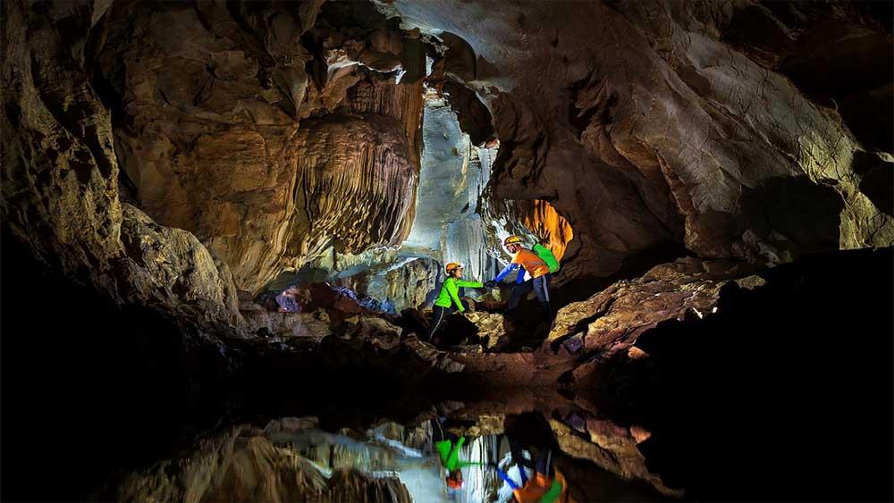 Khám phá hang Chà Lòi, Quảng Bình