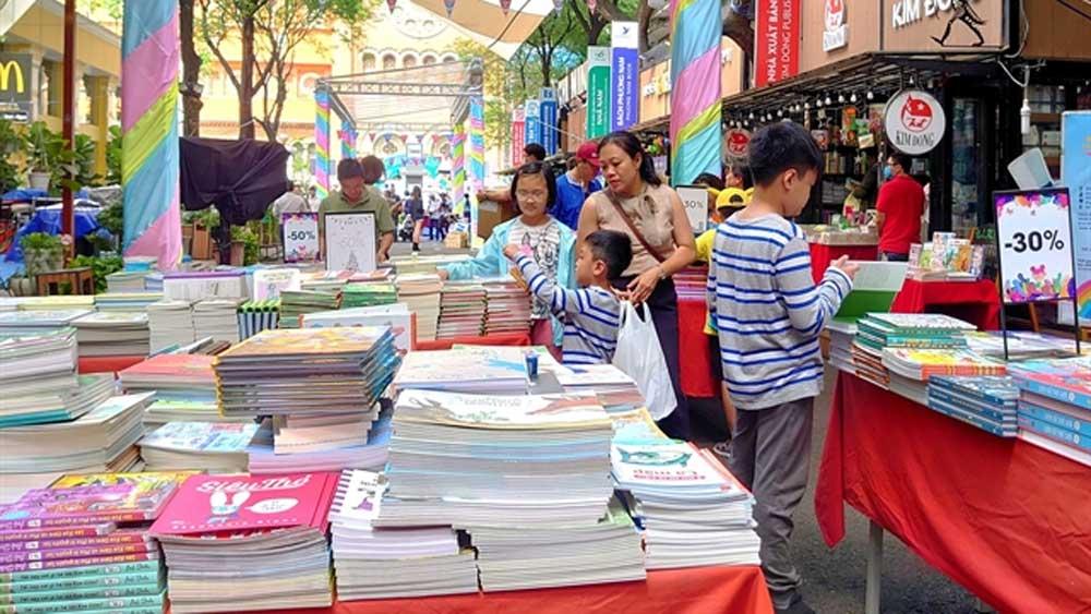 Children's book fair, book street, habit of reading, young people, Pedestrian Book Street, Open up the Book, Build the Dream, exclusive Vietnamese version