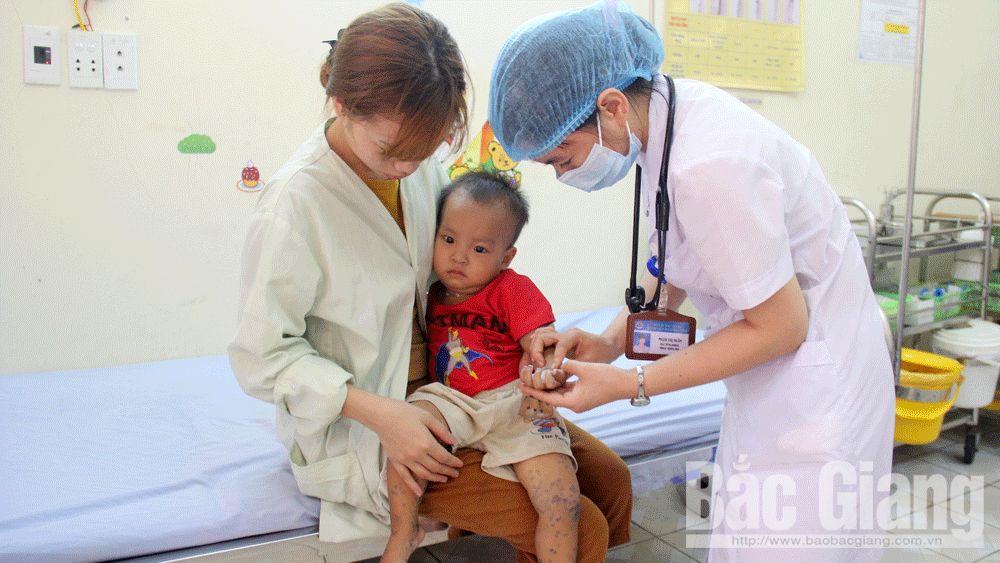 Bắc Giang: Bệnh nhi mắc tay-chân-miệng có xu hướng tăng