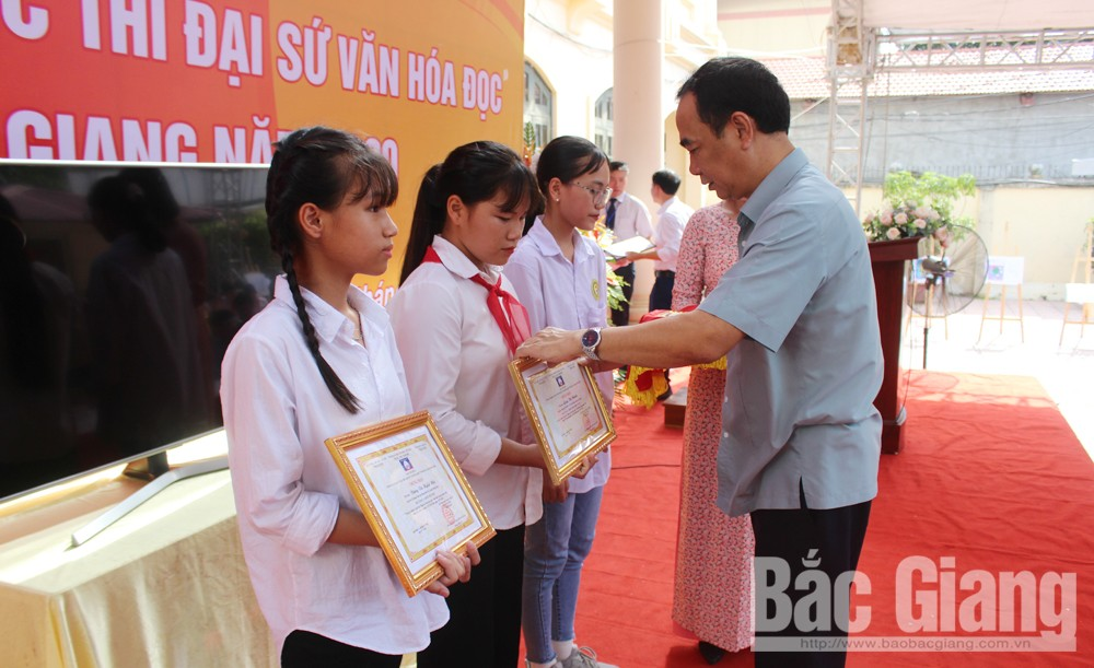Nguyen Son Long, Viet Yen district, first prize, Reading Culture Ambassador Contest, Bac Giang province, national final round, reading habit