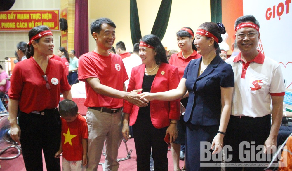 "Bac Giang: Over 600 people donate bloods at ""Red Journey"" Programme"