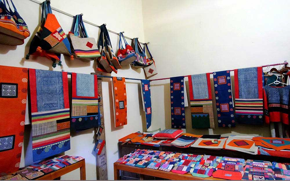 Craft of linen weaving, H'mong people, Lung Tam, small valley, unique brocade products, beeswax drawing, indigo dye