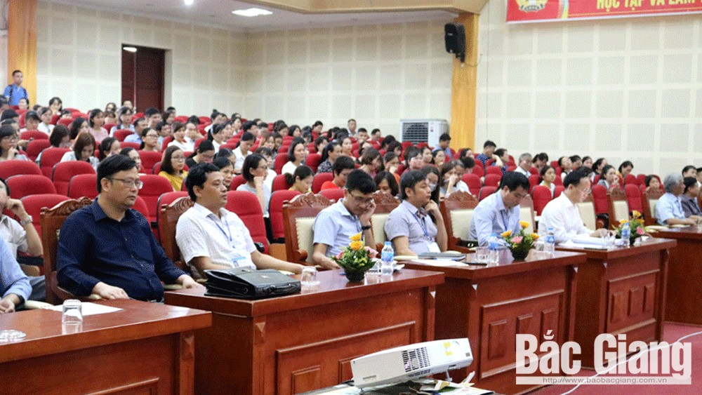 98.5 percent of enterprises, pay tax, bank system, Bac Giang province, electronic tax payment,  taxation sector, commercial banks, duty obligation,  state budget collection