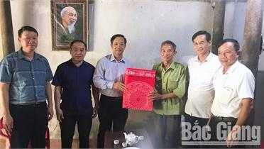 Lãnh đạo Ủy ban MTTQ tỉnh thăm, tặng quà gia đình người có công trên địa bàn huyện Sơn Động