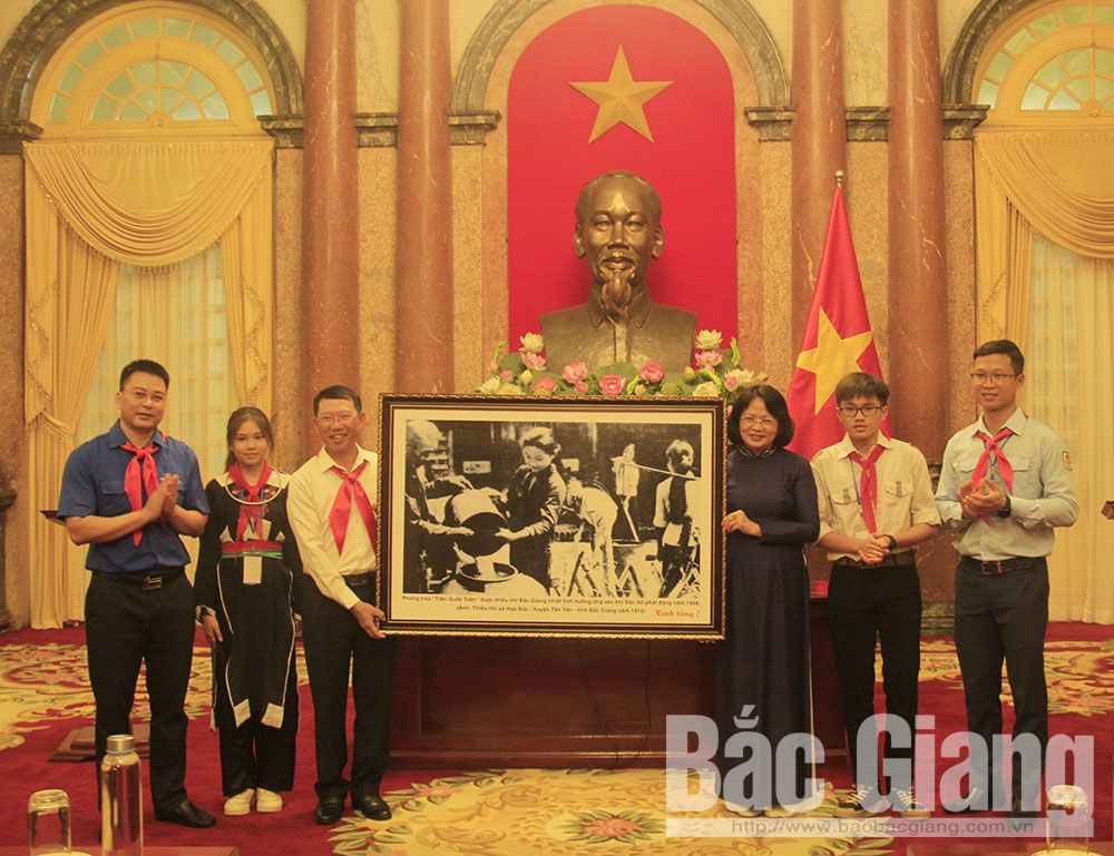 Vice President, Dang Thi Ngoc Thinh, Uncle Ho's good children, Bac Giang province, outstanding children, Presidential Palace, entertainment venues, remote and disadvantaged areas