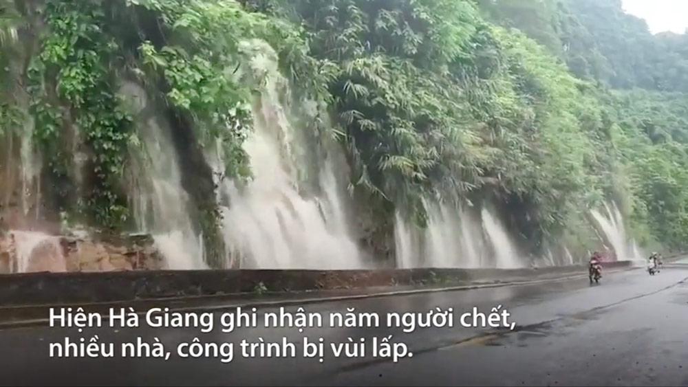 Nước đổ như thác xuống quốc lộ